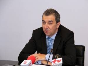 Preşedintele Consiliului Judeţean Suceava, Cătălin Nechifor, şi prefectul judeţului, Florin Sinescu