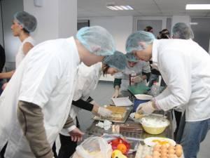 Studenţii au pregătit o gamă variată de prăjituri