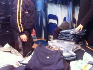 Inspectorii antifraudă au confiscat mărfurile şi banii pentru care nu exista justificare