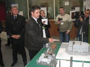 În august 2012, directorul de producţie Ionel Stolnicu, le arăta ziariştilor din Focşani o machetă a viitoarei centrale