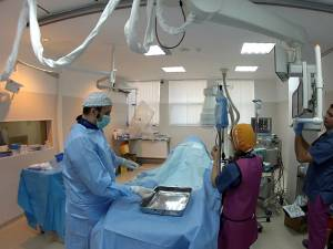 Pacientul, un tânăr de 32 ani, s-a internat operat din cauza unor dureri puternice de cap, care-l chinuiau de zece ani