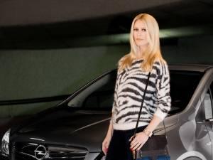 Claudia Schiffer este noul ambasador al mărcii Opel