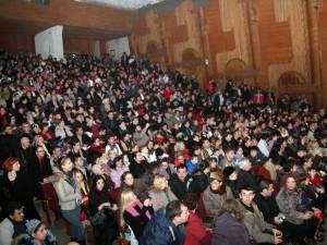 Sala mare a Casei de Cultură a fost arhiplină la spectacolul elevilor de la Şcoala Gimnazială nr. 1