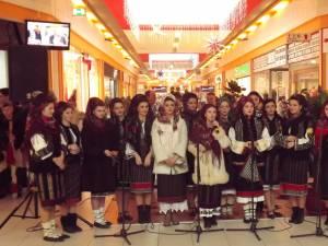 Ansamblul de studenţi Arcanul USV a susţinut un spectacol cu tradiţii ale sărbătorilor de iarnă