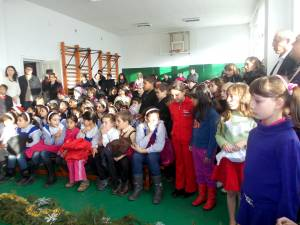 """Proiectul """"Crăciun Magic"""" derulat la Școala Șcheia"""