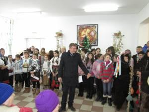 Publicul a fost impresionat de spectacolul oferit de elevii şcolii din Băneşti