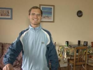 Adrian are acum casa lui, un loc de muncă şi şi-a regăsit familia