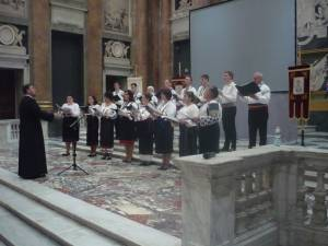 """Corul """"Ciprian Porumbescu"""" din Suceava, îndrumat de preot profesor Lucian-Ionuţ Tablan Popescu, a făcut şi în acest an un turneu prin Europa"""