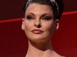 Top-modelul Linda Evangelista, protagonista unei campanii la aproape 49 de ani
