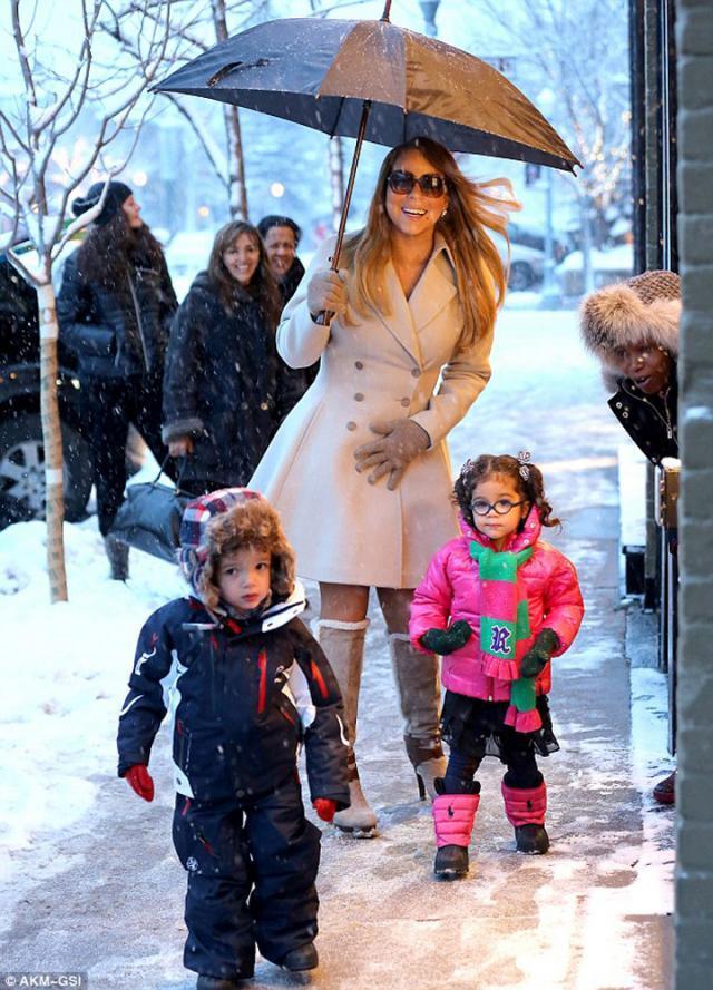 Un cântec de Crăciun interpretat de Mariah Carey, vândut în peste 1 milion de copii în Marea Britanie