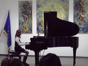 Concert de Crăciun al tinerelor talente, la Colegiul de Artă