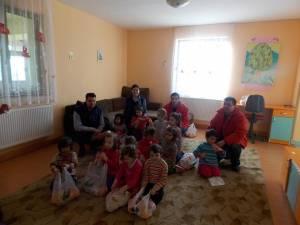 """Carrefour Suceava a oferit cadouri pentru copiii de la Aşezământul """"Sfântul Ierarh Leontie"""" Rădăuţi"""