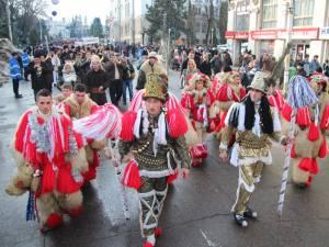 Câteva zeci de formaţii de urători vor participa la ediţia de anul acesta a paradei obiceiurilor de iarnă