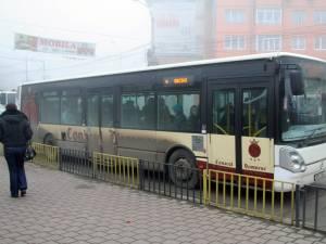 În perioada Crăciunului autobuzele şi microbuzele de maxi-taxi ale societăţii de transport public local (TPL) vor circula după un program special