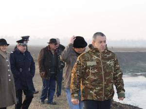 Prefectul a dispus curaţarea râului Siret de copitele de cai descoperite pe raza comunei Fântânele