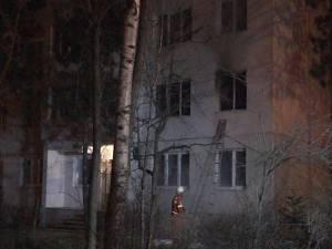 Incendiul a izbucnit, cel mai probabil, din cauza unui scurtcircuit produs la un cablu electric defect, cu improvizaţii