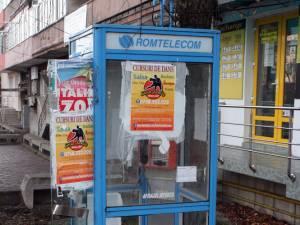 Telefoanele publice fixe, devalizate şi lăsate de izbelişte de proprietarul Romtelecom