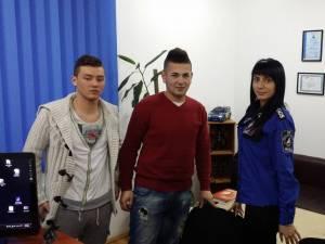 Cei doi tineri au fost premiaţi de reprezentanţii firmei NGGS
