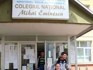 """Colegiul Naţional """"Mihai Eminescu"""" Suceava sărbătoreşte 65 de ani de existenţă"""