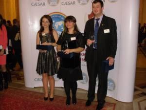 Andra Buta (în mijloc), alături de alți câștigători ai Galei pentru Excelenţă Academică în Străinătate