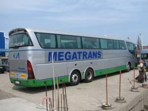 Autocarul aparţine firmei Megatrans din Suceava
