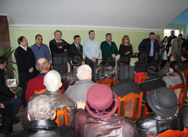Președintele Organizației Municipale Suceava a PDL, deputatul Ioan Balan, deputata Sanda-Maria Ardeleanu și majoritatea aleșilor democrat-liberali din Consiliul Local Suceava