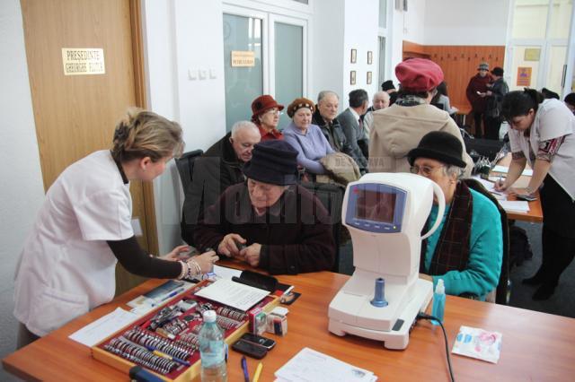 Sucevenii pot beneficia zilele acestea de consultaţii oftalmologice gratuite în cadrul unei acţiuni organizate de femeile din PDL Suceava, în parteneriat cu firma Lent Optik din Bucureşti