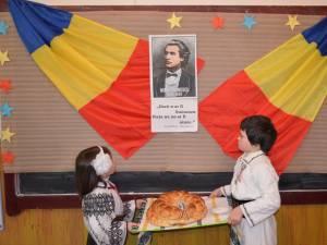 """""""Dor de Eminescu"""", activitatea realizată de elevii şi profesorii şcolii din Călineşti-Enache"""