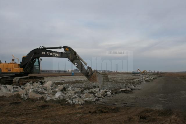 """Au început lucrările la modernizarea pistei Aeroportului """"Ştefan cel Mare"""""""