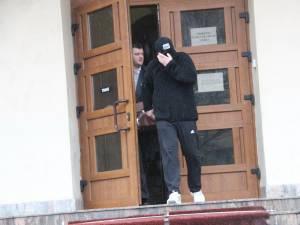 Agresorul a fost identificat în persoana lui Daniel Maruseac, în vârstă de 32 de ani, un nume care a fost implicat în mai multe scandaluri