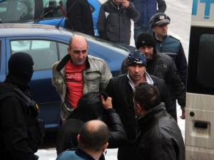 Procurorii au cerut arestare a 15 membri ai grupării, aduşi ieri în faţa magistraţilor de la Tribunalul Suceava