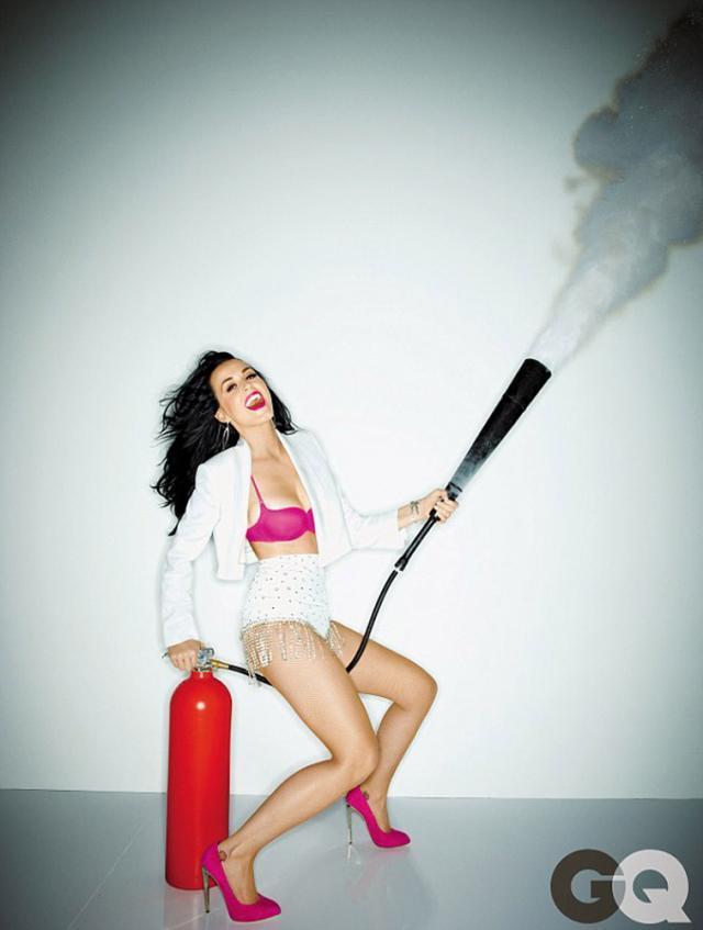Katy Perry: M-am rugat să am sâni mari