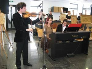 Spectacol susţinut de violonistul Ciprian Mihail Reuţ, acompaniat la pian de prof. Johannes Raimund Onesciuc