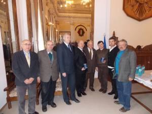 Primarul de Vatra Dornei, Ilie Boncheş, şi ceferistul Paul Braşcanu au primit distincţia din partea preşedintelui FCER, deputat Aurel Vainer