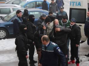 """În momentul de faţă se află în arest 14 dintre cei cercetaţi în dosarul """"Sex şi prostituţie în Blocul Ţigănesc"""""""