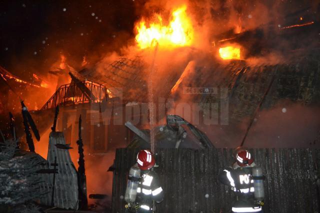 Vilă de 300.000 de euro, distrusă de un puternic incendiu