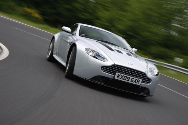 Noul Aston Martin V12 Vantage vine la toamnă