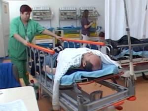 Victimele, cu vârste cuprinse între 33 şi 61 de ani,  au fost transportate la spital, pentru investigaţii