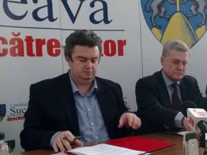 Contractul de execuţie a lucrărilor a fost semnat de preşedintele Consiliului Judeţean, Cătălin Nechifor, şi de directorul general al firmei Iridex, Valentin Feodorov