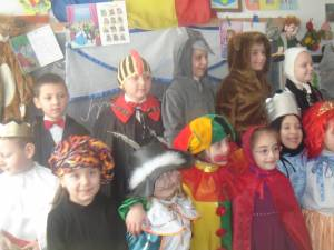"""""""Carnavalul personajelor din poveşti"""", la Şcoala """"Petru Muşat"""" Siret"""