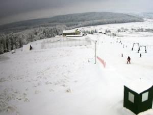 Pârtia are 600 de metri și este dotată cu tunuri de zăpadă, diferența de nivel fiind de 88 de metri, iar înclinarea de 16 grade