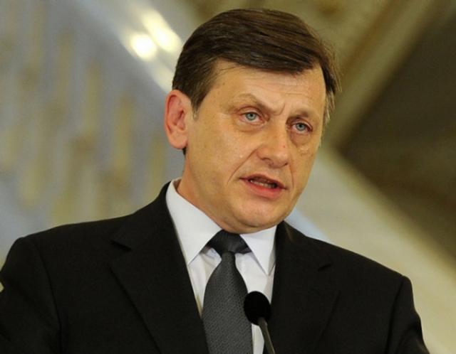 Antonescu şi-a anunţat demisia din funcţia de preşedinte al Senatului