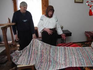 Domnica Maciuc a deprins meşteşugul ţesutului de la vârsta de 10 ani