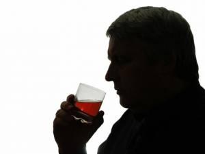 Cum e mai rău să bei alcool: puţin şi des sau rar şi mult?