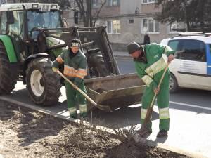 Campania de curăţenie de primăvară ajunge în cartierele Sucevei