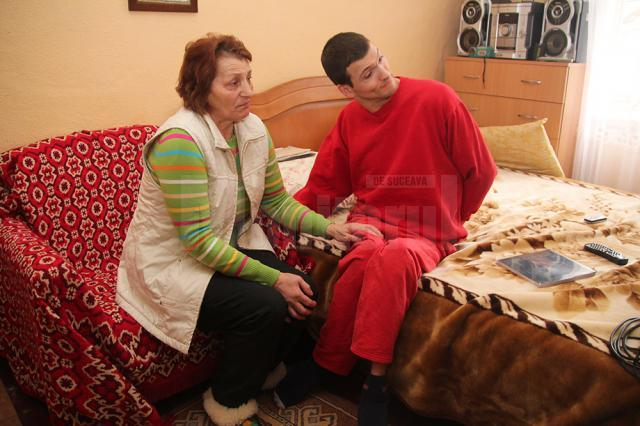 Viorica Prisacaru, alături de fiul ei, Ionuţ Leontin