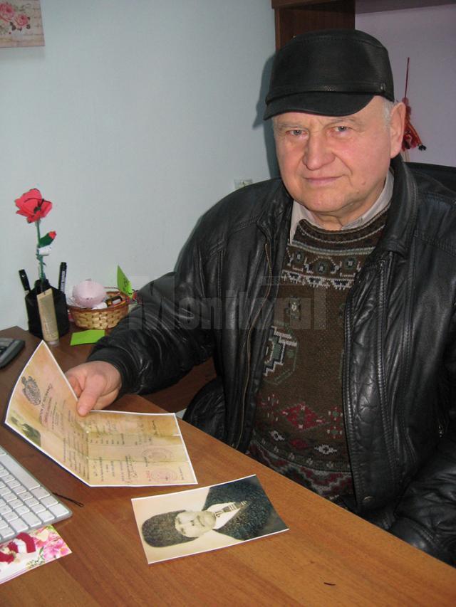 Virgil Nicolaiciuc, cu copia paşaportului străbunicului său