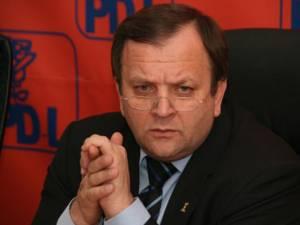 Preşedintele Organizaţiei Judeţene Suceava a PDL şi secretarul general al acestui partid, senatorul Gheorghe Flutur