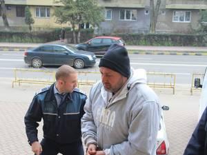 Gostin Sotirachi a fost dus vineri, în jurul prânzului, la Judecătoria Suceava, cu propunere de arestare preventivă
