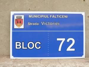Plăcuțe indicatoare pentru scările de bloc din municipiul Fălticeni